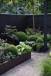 Istutuskastidega annab kujundada aia eri osasid